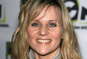 Tv Star Linda Barker Goes Window Shopping In Crystal