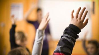 classroom-hands-up